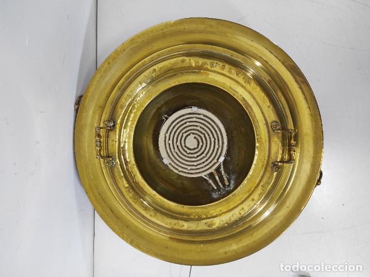 Antigüedades: Bonito Brasero Antiguo - en Bronce y Latón - Patas de Madera - con Calentador en el Interior - S.XIX - Foto 11 - 240378875