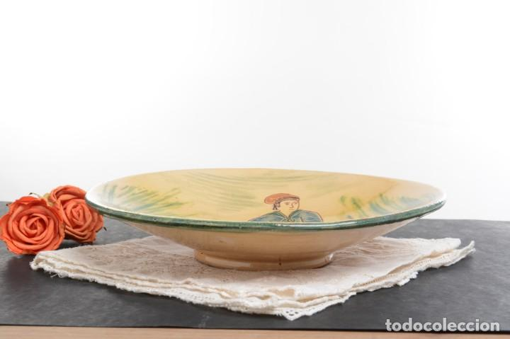 Antigüedades: Plato antiguo de la Bisbal para decorar o frutero o centro de mesa - Foto 10 - 240513200