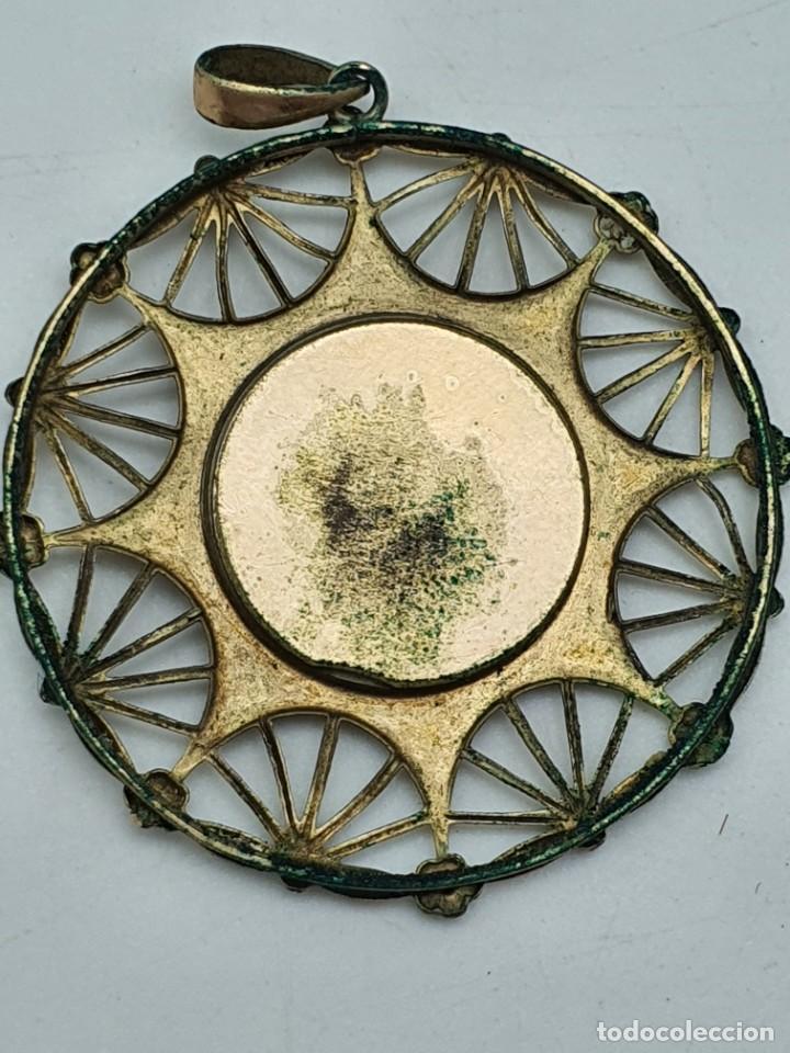 Antigüedades: COLGANTE RELIGOSO EN METAL ( VIRGEN SIN IDENTIFICAR ) - Foto 3 - 240601815
