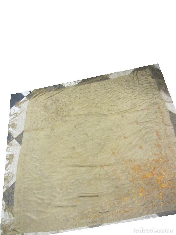 Antigüedades: Mantón de Manila en seda fina beige y bordado a mano - s.XIX - Foto 10 - 240255425