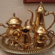 Antigüedades: JUEGO DE CAFE /TE SILVER PLATED Y LA BANDEJA DE ALPACA.. Lote 240703030