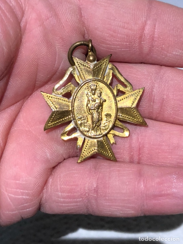 BONITA MEDALLA RELIGIOSA DORADA AL MERCURIO (Antigüedades - Religiosas - Medallas Antiguas)