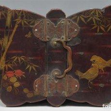 Antigüedades: ANTIGUA CAJA LACADA EN FORMA DE MARIPOSA. JAPON. SIGLO XIX. Lote 240725370
