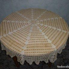Antigüedades: T-12 - ANTIGUO TAPETE DE GANCHILLO HECHO A MANO.COLOR CREMA140 CM.. Lote 240836725