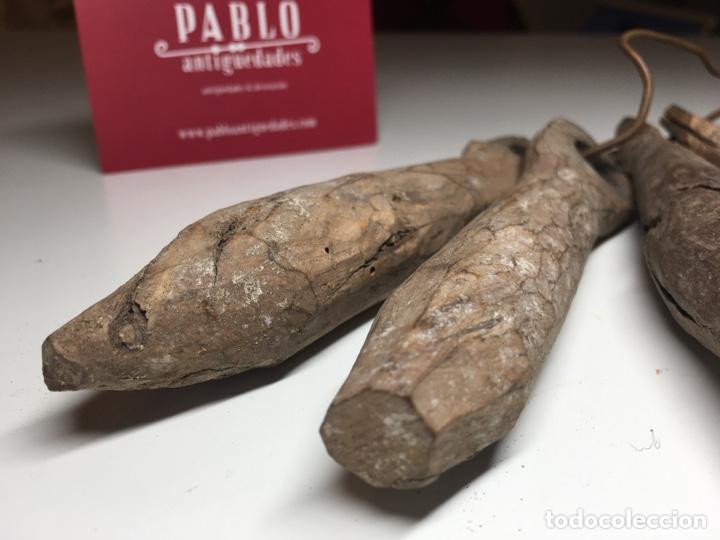 Antigüedades: Lote de 4 importantes badajos antiguos de madera arte pastoril - Cencerro, campana, vacas - Foto 2 - 240845405