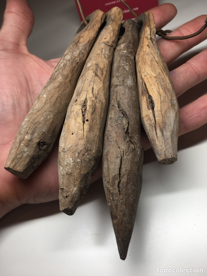 Antigüedades: Lote de 4 importantes badajos antiguos de madera arte pastoril - Cencerro, campana, vacas - Foto 5 - 240845405