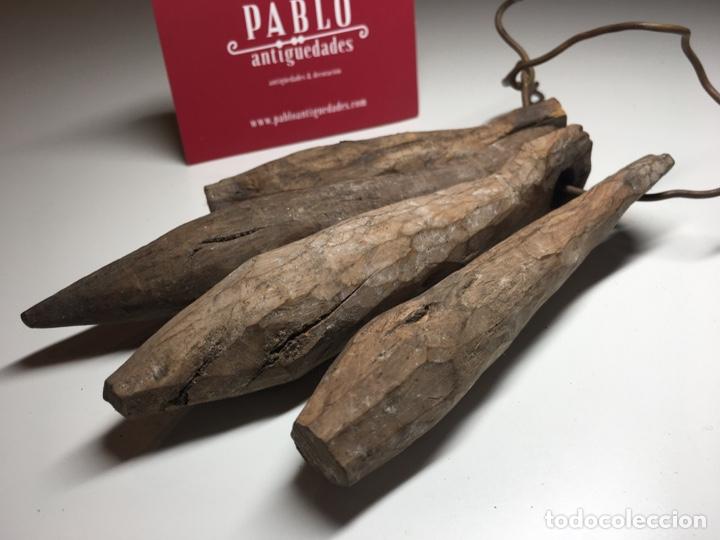 Antigüedades: Lote de 4 importantes badajos antiguos de madera arte pastoril - Cencerro, campana, vacas - Foto 7 - 240845405