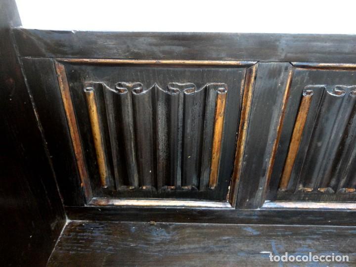Antigüedades: Banco neogotico con respaldo en talla de pergamino - Foto 3 - 240932655
