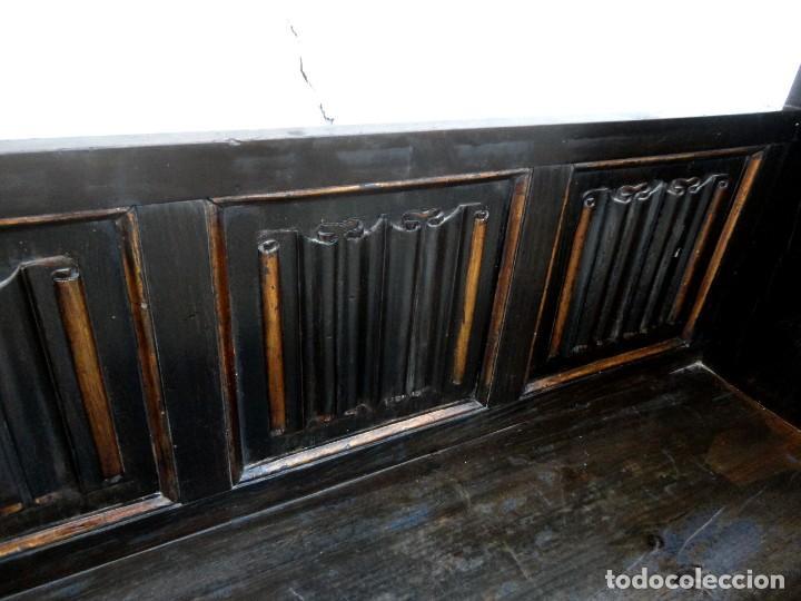 Antigüedades: Banco neogotico con respaldo en talla de pergamino - Foto 4 - 240932655