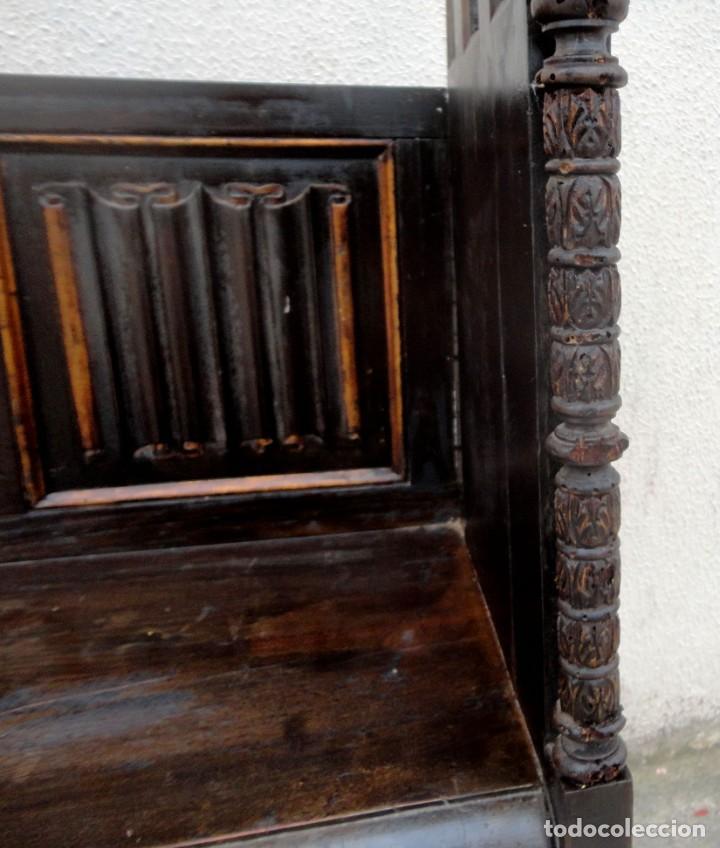 Antigüedades: Banco neogotico con respaldo en talla de pergamino - Foto 7 - 240932655