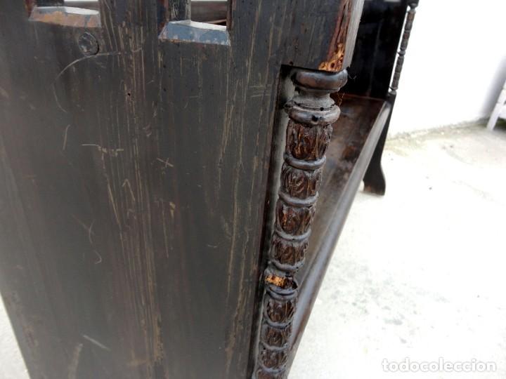 Antigüedades: Banco neogotico con respaldo en talla de pergamino - Foto 10 - 240932655