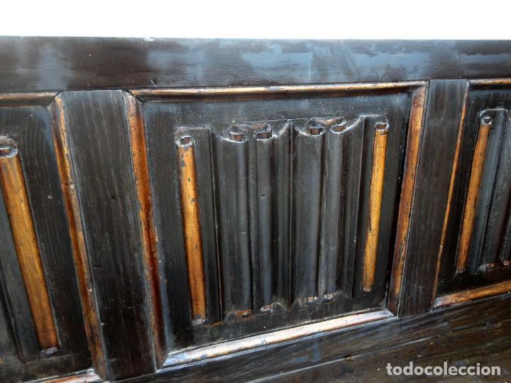 Antigüedades: Banco neogotico con respaldo en talla de pergamino - Foto 13 - 240932655