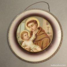 Antigüedades: SAN ANTONIO DE PADUA CON EL NIÑO JESÚS. PLACA DE CRISTAL LITOGRAFIADO. 1900 - 1910. Lote 240942525