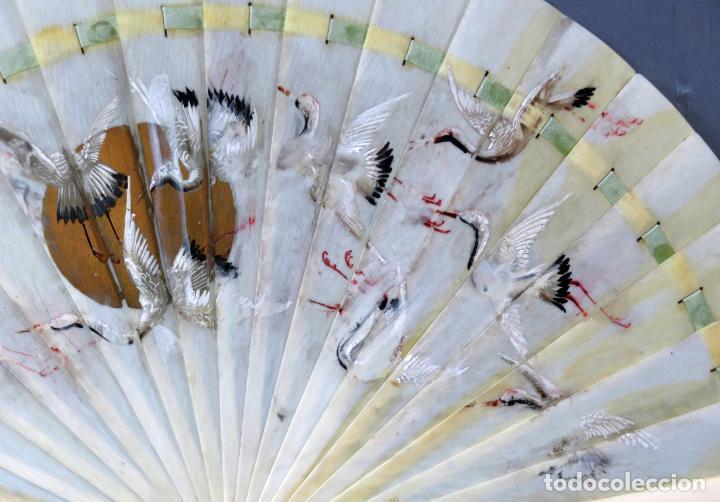Antigüedades: Abanico de baraja japonés periodo Meiji pintado con garzas principios del siglo XX - Foto 4 - 241053890