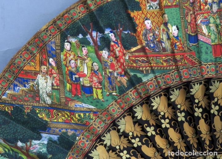 Antigüedades: Abanico de madera lacada y dorada con pais mil caras en papel pintado China finales del siglo XIX - Foto 3 - 241055160