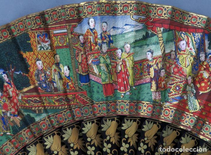 Antigüedades: Abanico de madera lacada y dorada con pais mil caras en papel pintado China finales del siglo XIX - Foto 4 - 241055160
