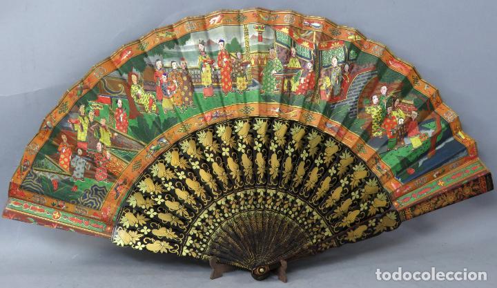 Antigüedades: Abanico de madera lacada y dorada con pais mil caras en papel pintado China finales del siglo XIX - Foto 8 - 241055160