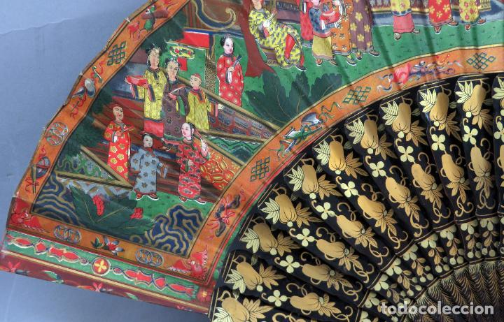 Antigüedades: Abanico de madera lacada y dorada con pais mil caras en papel pintado China finales del siglo XIX - Foto 9 - 241055160