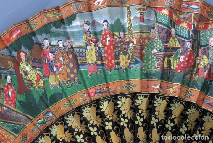 Antigüedades: Abanico de madera lacada y dorada con pais mil caras en papel pintado China finales del siglo XIX - Foto 10 - 241055160