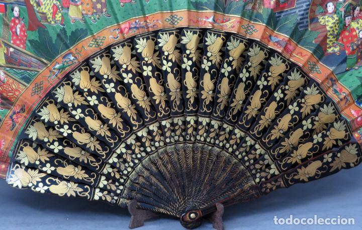 Antigüedades: Abanico de madera lacada y dorada con pais mil caras en papel pintado China finales del siglo XIX - Foto 12 - 241055160