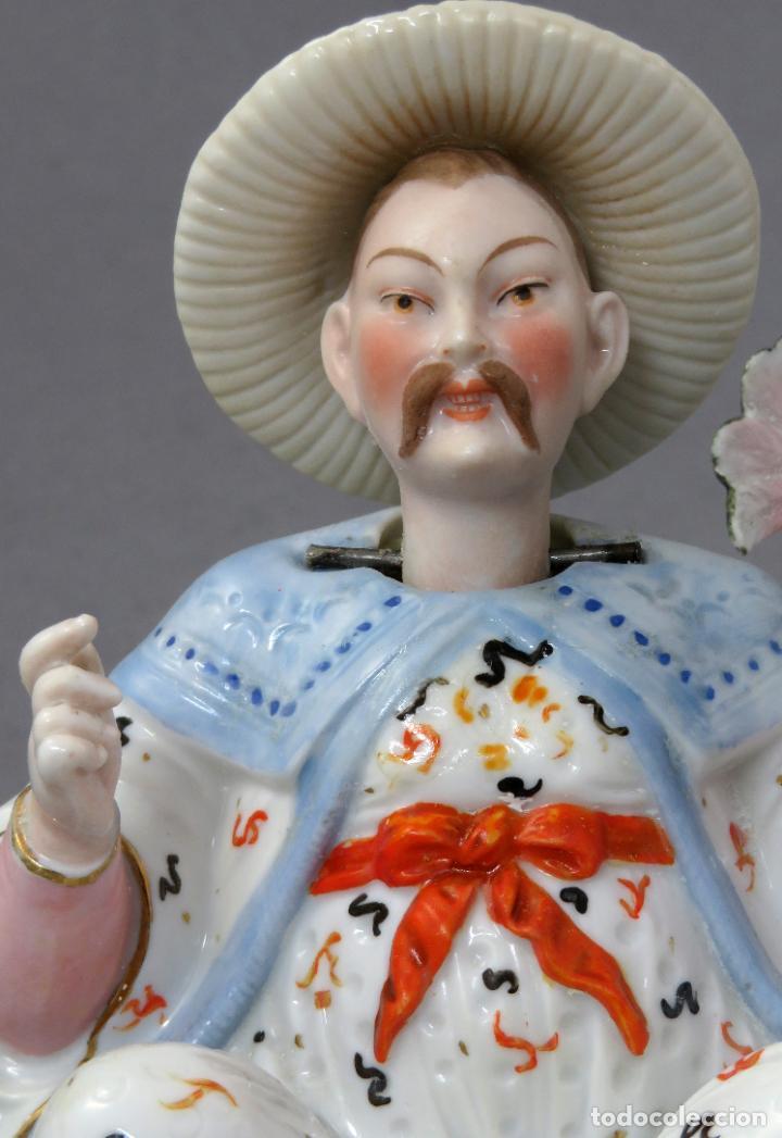 Antigüedades: Figura personaje chino en porcelana vidriada con cabeza móvil Europa principios del siglo XX - Foto 3 - 241055945