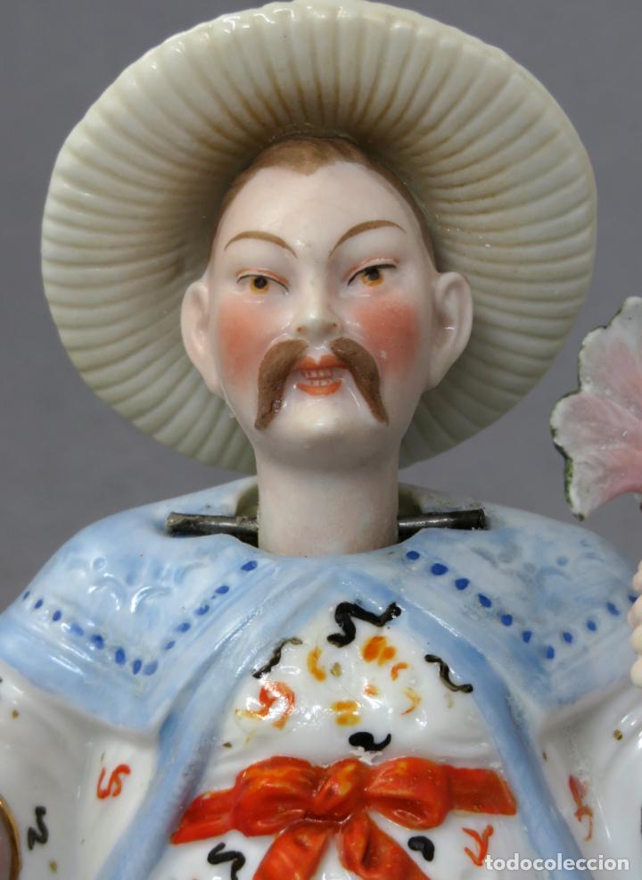 Antigüedades: Figura personaje chino en porcelana vidriada con cabeza móvil Europa principios del siglo XX - Foto 4 - 241055945