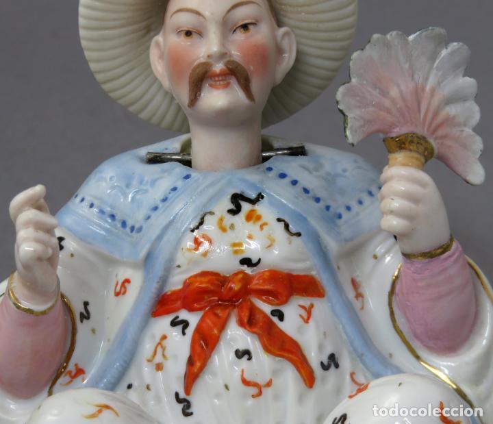 Antigüedades: Figura personaje chino en porcelana vidriada con cabeza móvil Europa principios del siglo XX - Foto 5 - 241055945