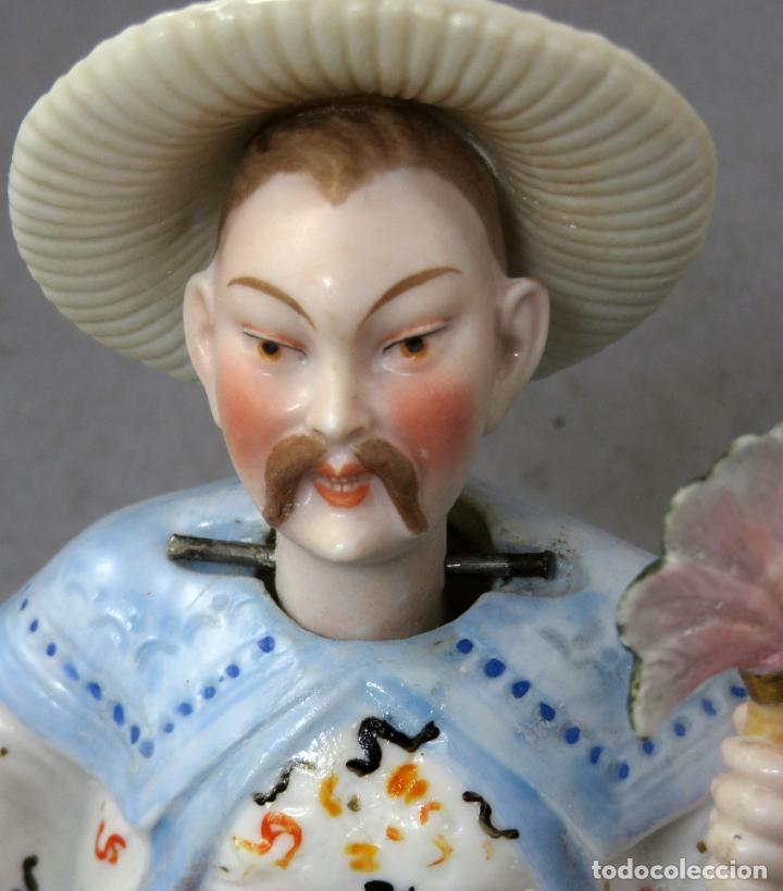 FIGURA PERSONAJE CHINO EN PORCELANA VIDRIADA CON CABEZA MÓVIL EUROPA PRINCIPIOS DEL SIGLO XX (Antigüedades - Porcelanas y Cerámicas - Otras)