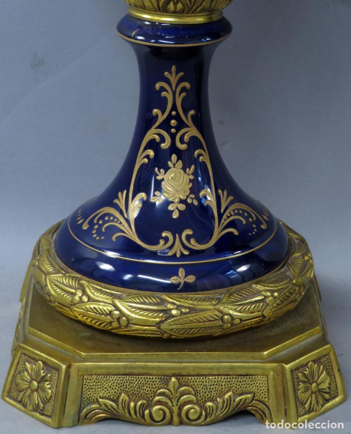 Antigüedades: Pareja de copas de porcelana azul cobalto y bronce dorado Hispania Salvador Mallol mediados siglo XX - Foto 6 - 241063015