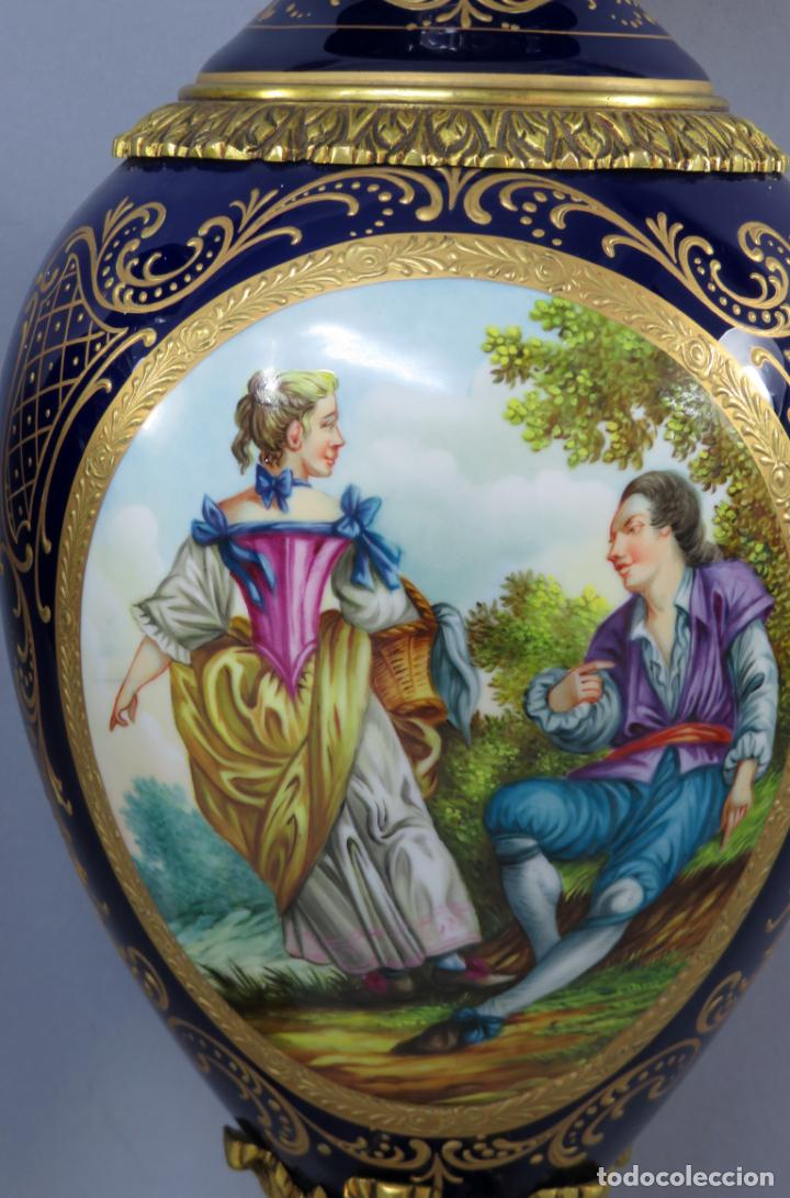 Antigüedades: Pareja de copas de porcelana azul cobalto y bronce dorado Hispania Salvador Mallol mediados siglo XX - Foto 8 - 241063015