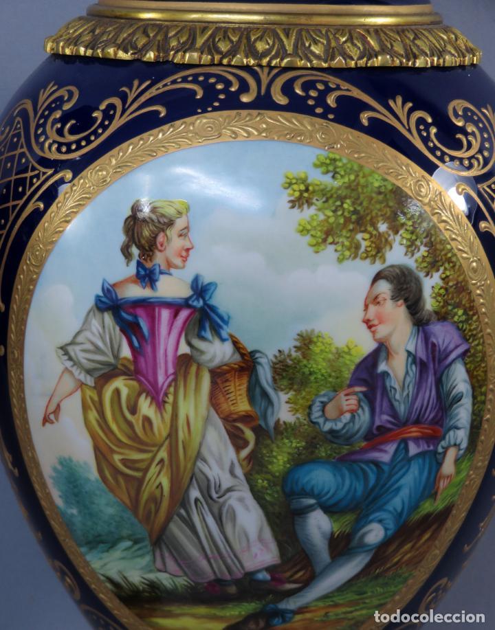 Antigüedades: Pareja de copas de porcelana azul cobalto y bronce dorado Hispania Salvador Mallol mediados siglo XX - Foto 9 - 241063015