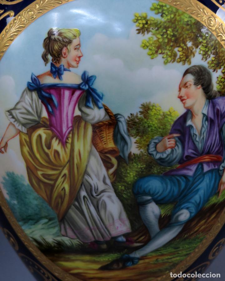 Antigüedades: Pareja de copas de porcelana azul cobalto y bronce dorado Hispania Salvador Mallol mediados siglo XX - Foto 10 - 241063015