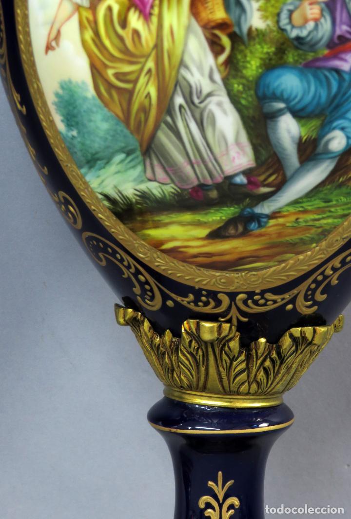 Antigüedades: Pareja de copas de porcelana azul cobalto y bronce dorado Hispania Salvador Mallol mediados siglo XX - Foto 12 - 241063015