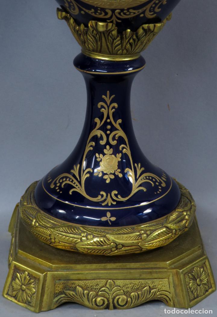 Antigüedades: Pareja de copas de porcelana azul cobalto y bronce dorado Hispania Salvador Mallol mediados siglo XX - Foto 13 - 241063015
