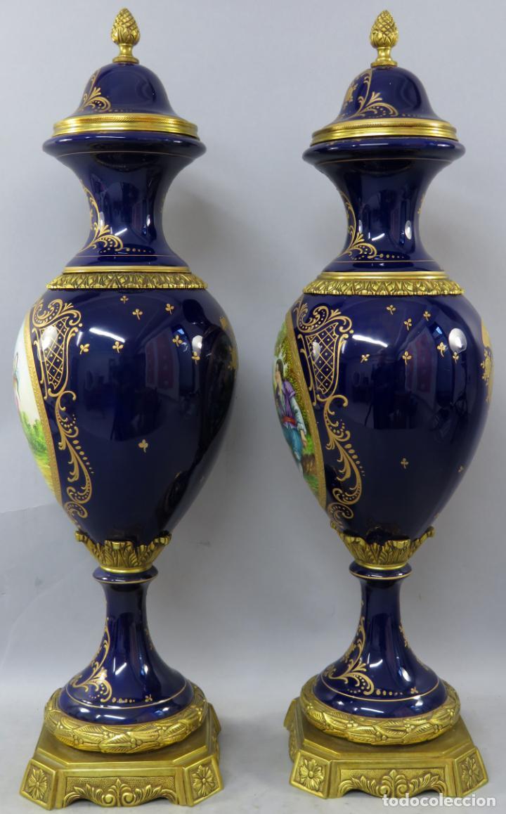 Antigüedades: Pareja de copas de porcelana azul cobalto y bronce dorado Hispania Salvador Mallol mediados siglo XX - Foto 14 - 241063015