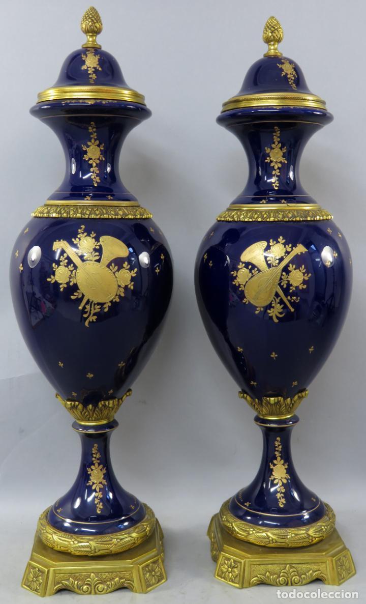Antigüedades: Pareja de copas de porcelana azul cobalto y bronce dorado Hispania Salvador Mallol mediados siglo XX - Foto 15 - 241063015
