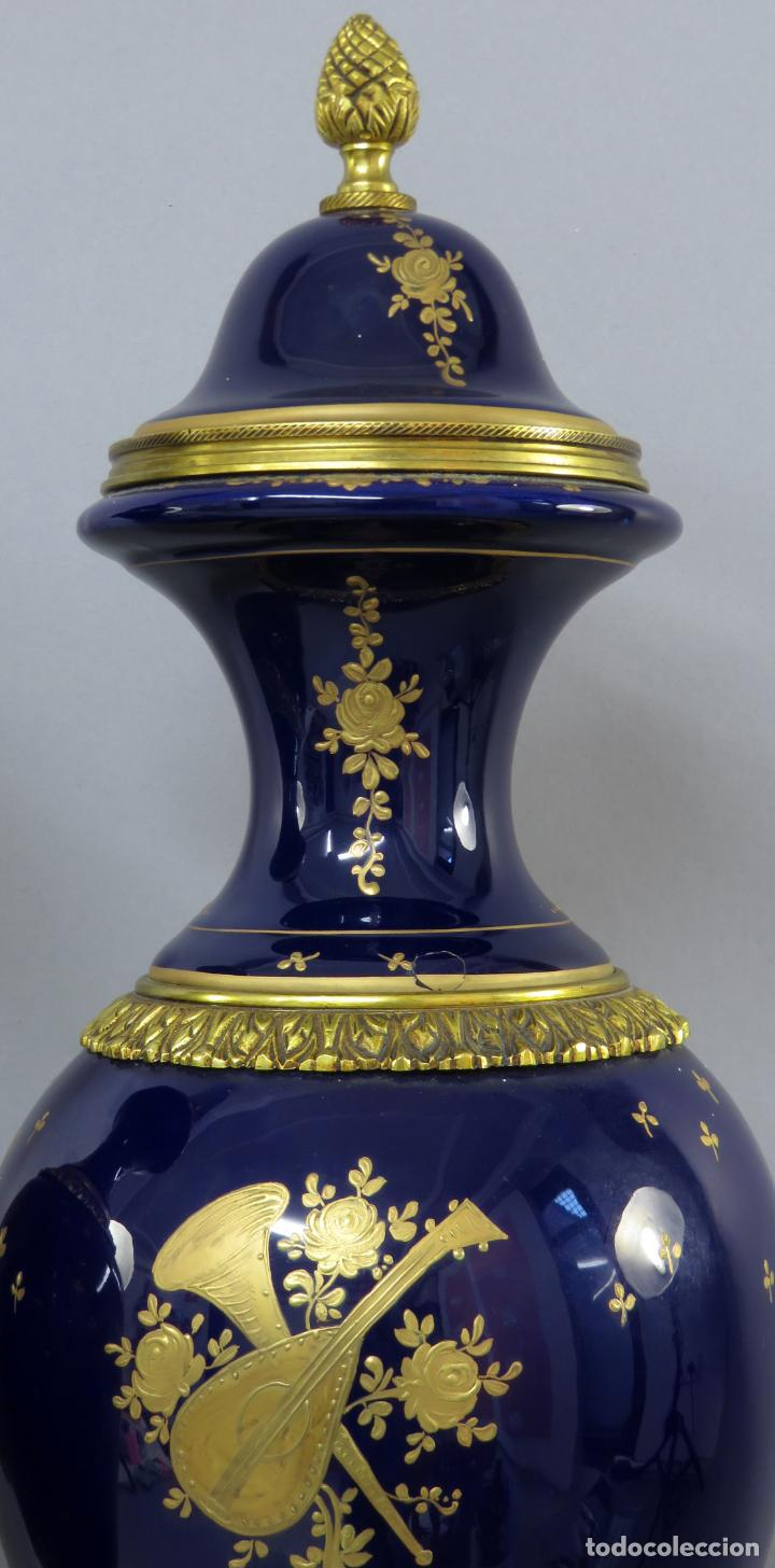 Antigüedades: Pareja de copas de porcelana azul cobalto y bronce dorado Hispania Salvador Mallol mediados siglo XX - Foto 17 - 241063015