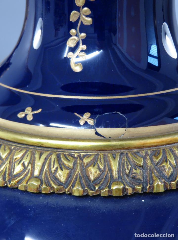 Antigüedades: Pareja de copas de porcelana azul cobalto y bronce dorado Hispania Salvador Mallol mediados siglo XX - Foto 19 - 241063015