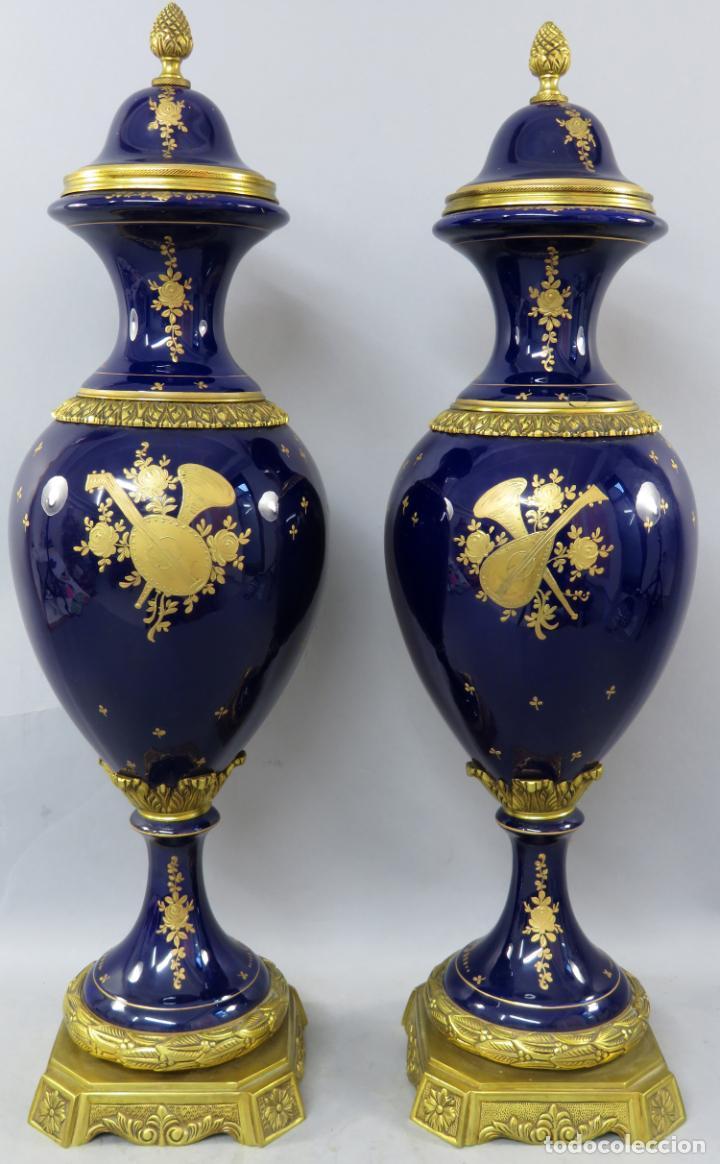 Antigüedades: Pareja de copas de porcelana azul cobalto y bronce dorado Hispania Salvador Mallol mediados siglo XX - Foto 21 - 241063015