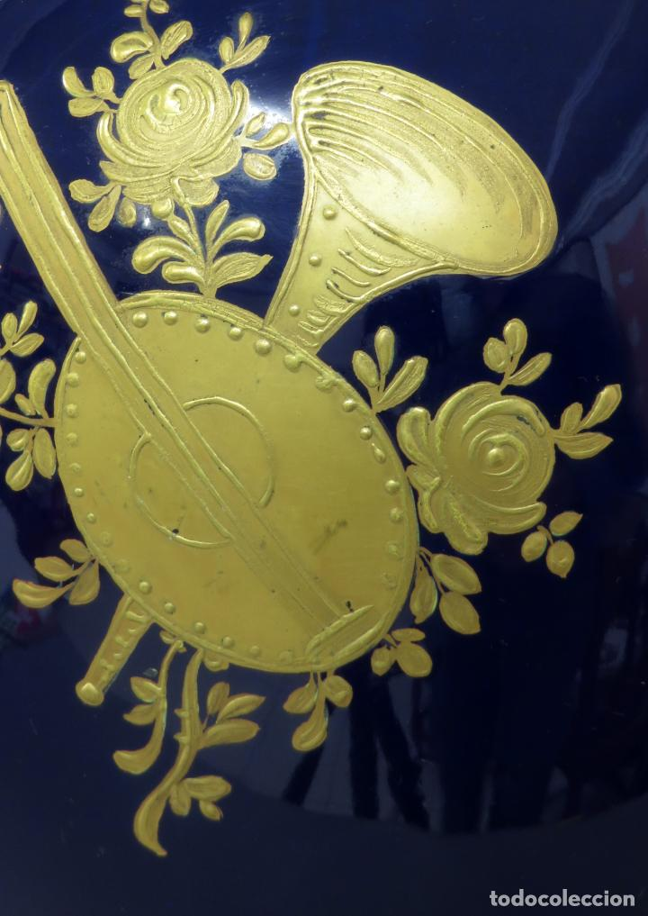 Antigüedades: Pareja de copas de porcelana azul cobalto y bronce dorado Hispania Salvador Mallol mediados siglo XX - Foto 22 - 241063015