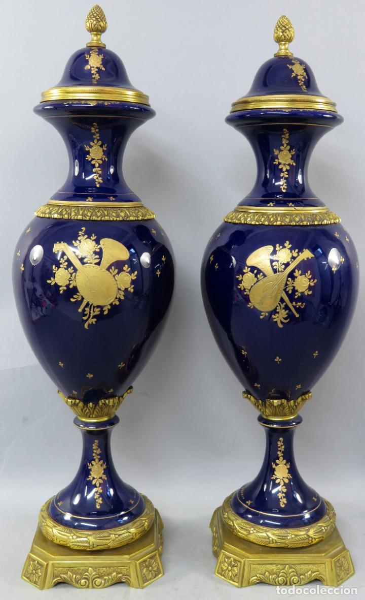 Antigüedades: Pareja de copas de porcelana azul cobalto y bronce dorado Hispania Salvador Mallol mediados siglo XX - Foto 23 - 241063015