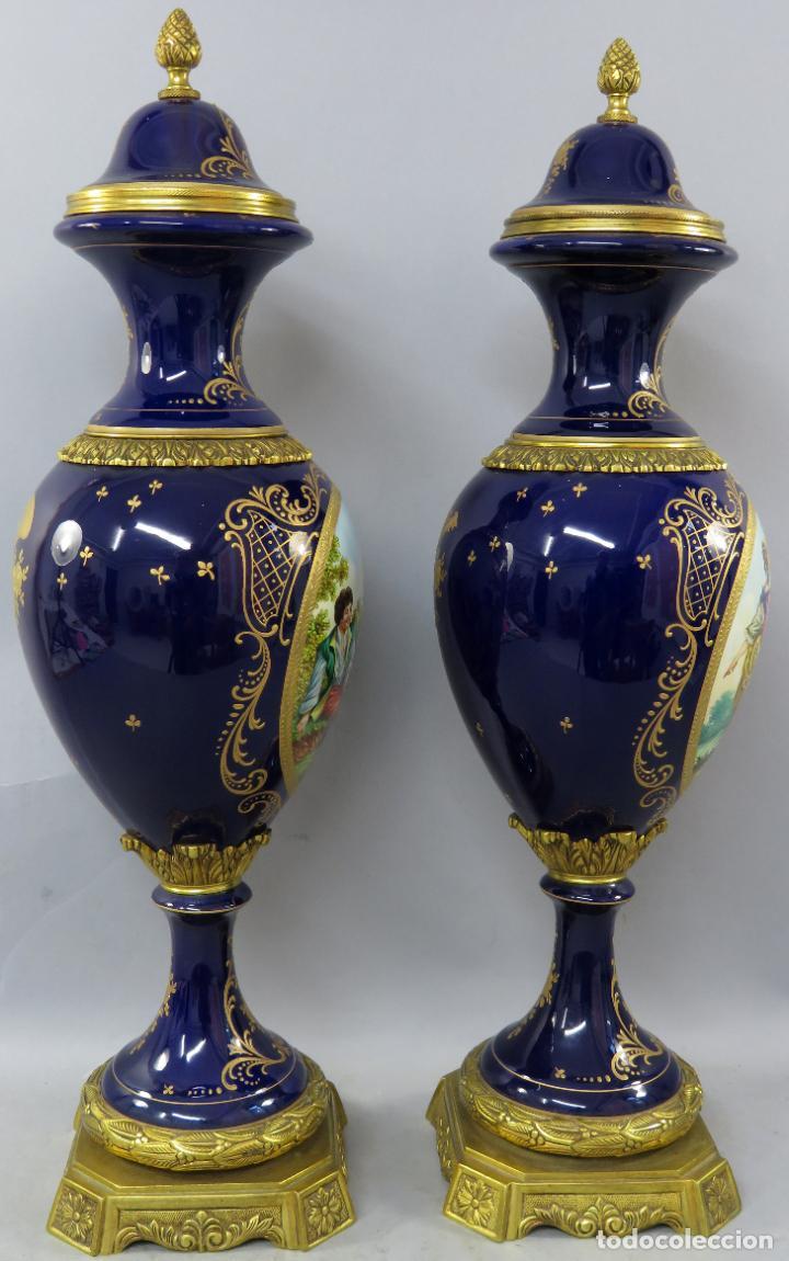 Antigüedades: Pareja de copas de porcelana azul cobalto y bronce dorado Hispania Salvador Mallol mediados siglo XX - Foto 24 - 241063015