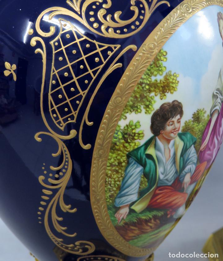 Antigüedades: Pareja de copas de porcelana azul cobalto y bronce dorado Hispania Salvador Mallol mediados siglo XX - Foto 25 - 241063015