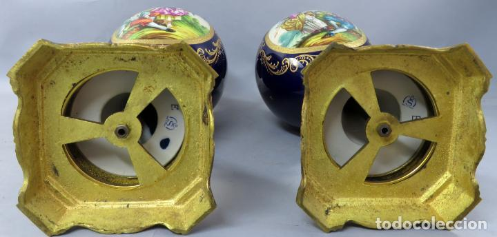 Antigüedades: Pareja de copas de porcelana azul cobalto y bronce dorado Hispania Salvador Mallol mediados siglo XX - Foto 27 - 241063015