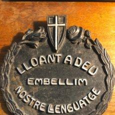 "Antigüedades: MODERNISME, ""LLIGA DEL BON MOT"", «LLOANT A DÉU» DE FERRO. Lote 241067285"