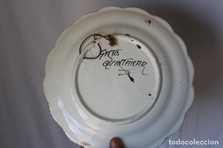 Antigüedades: ANTIGUO PLATO CERÁMICA VIRGEN DE LA PIEDAD QUINTANAR TOLEDO, VA FIRMADO TALAVERA ¿? - Foto 4 - 241202485
