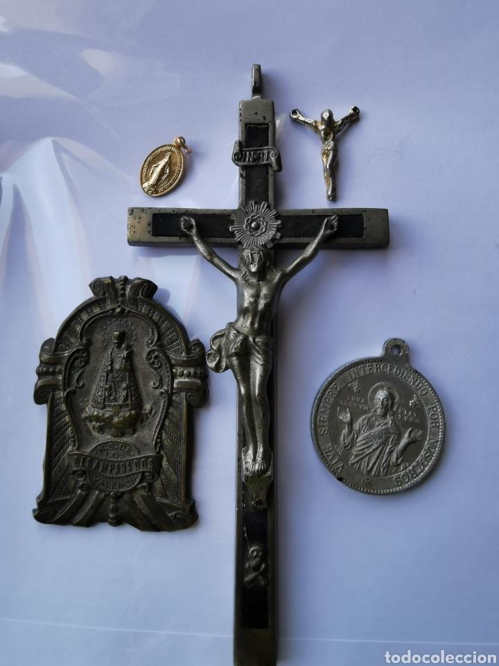 LOTE MEDALLAS Y OBJETOS RELIGIOSOS, SIGLO XIX Y XX (Antigüedades - Religiosas - Crucifijos Antiguos)
