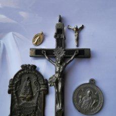 Antigüedades: LOTE MEDALLAS Y OBJETOS RELIGIOSOS, SIGLO XIX Y XX. Lote 241219190