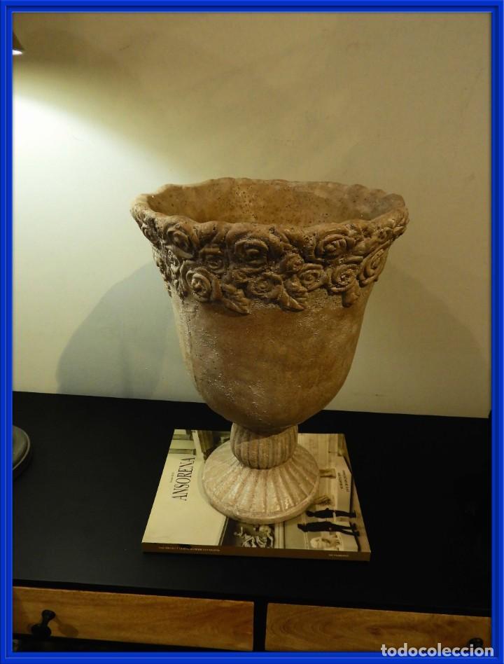 MACETERO COPA DE BARRO CON BONITA GRECA (Antigüedades - Hogar y Decoración - Jardineras Antiguas)