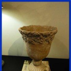 Antigüedades: MACETERO COPA DE BARRO CON BONITA GRECA. Lote 241462610
